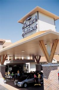 Photo of Howard Johnson Hotel & Suites Victoria