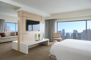One-Bedroom Suite with Premium City View
