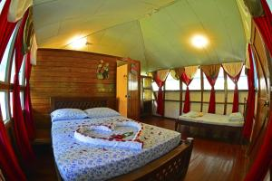 Standard Room with Sea View (1-4 Adults)