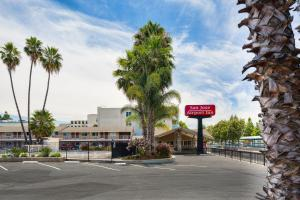 Photo of San Jose Airport Inn