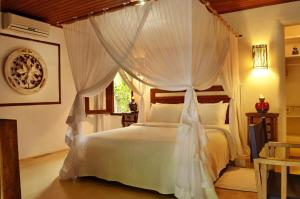 Master Double Room with Garden View and Bath