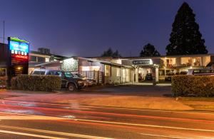 Photo of Twin Peaks Lakeside Inn