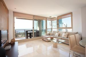 Akira Flats Diagonal Mar Beach Apartment