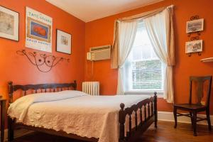 Deluxe Room with 1 Bed and Shared Bath