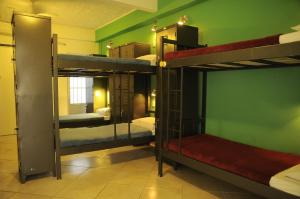 Bed in 14-Bed Mixed Dormitory Room with private Bathroom