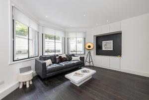 Contemporary Apartment Holland Park in London, Greater London, England