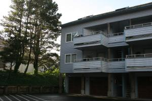 2 Bedroom Apartment - 1.5 Miles South of The Waves