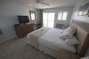 King Room Oceanfront with Private Balcony