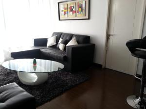 Two-Bedroom Apartment (1 Queen & 2 Single Beds)