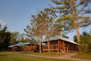 Two-Bedroom Cottage with Lake View (6 Adults)