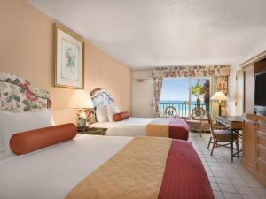 Queen Room with Three Queen Beds - Disability Access/Non-Smoking