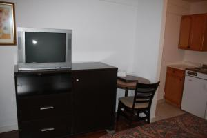 Kitchenette with 2 Double Beds