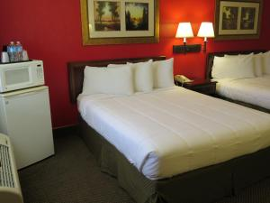 Standard Queen Room with Two Queen Beds - Pet Friendly/Non-Smoking