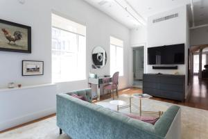 Four-Bedroom Apartment- Mulberry Loft