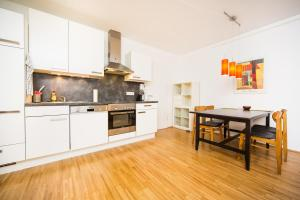 New central apartment with terrace and garage, Ferienwohnungen  Wien - big - 14