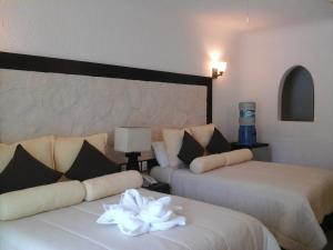Double Room with Two Double Beds and Sea View