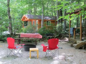 Camping Cabin (4 persons) with Shared Bathroom