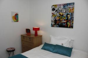 Standard Double Room with Shared Bathroom and Air-Conditioning