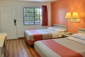 Standard Queen Room with Two Queen Beds with Roll-In Shower - Disability Access