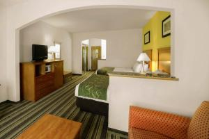 Queen Suite with Two Queen Beds - Non-Smoking