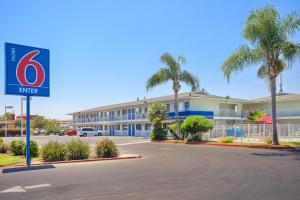 Photo of Motel 6 Tulare