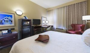 Queen Room with Two Queen Beds - Disability Access with Bath Tub - Non-Smoking