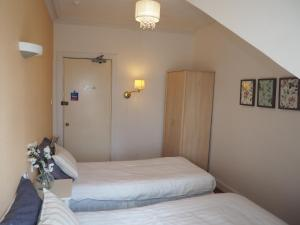 Budget Twin Room with Private External Bathroom