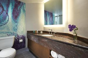 King Room Executive Floor- Hearing Accessible with Tub