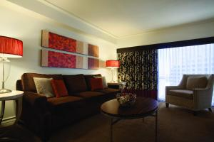 Executive Suite, 1 King, Non-Smoking - Caesars Suites