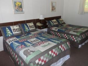 Standard Room with Queen Bed and Double Bed
