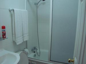 Double Room with Private Bathroom (No views)