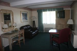 Double Queen Suite with Fireplace - Non-Smoking