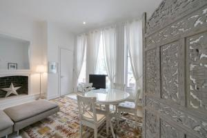 FG Property - Notting Hill, Westbourne Park Road in London, Greater London, England
