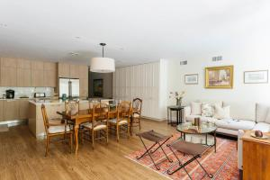 Four-Bedroom Apartment - West 11th Townhouse