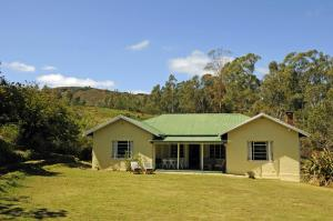 Three-Bedroom House with Garden and Mountain View