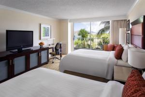 King or Double Room with Partial Ocean View