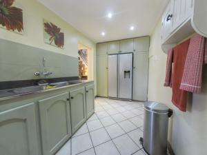 Four-Bedroom Holiday Home - 10 km from Main Lodge