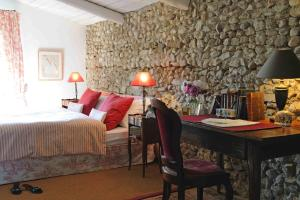 Mas de la Pierre du Coq, Bed and breakfasts  Aubignan - big - 4