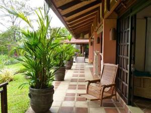 Photo of Beautiful Picaflora Private Bali Style Home And Pool In Atenas