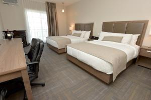 Queen Room with Two Queen Beds - River View