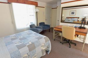 Double Room with Two Double Beds - Mountain View