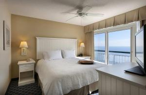 One-Bedroom Queen Suite - Oceanfront/Non-Smoking