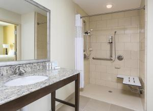 King Studio with Bath Tub - Disability/Hearing Access - Non-Smoking