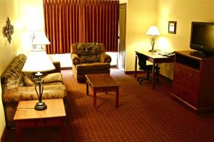 Deluxe Two-Bedroom Suite - Accessible