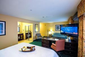 Hampton Inn & Suites Sacramento-Elk Grove Laguna I-5, Hotels  Elk Grove - big - 38