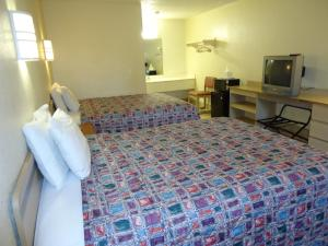 Two Queen Beds - Pet Friendly