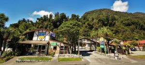 Photo of Sir Cedrics Chateau Franz Backpacker & Motel