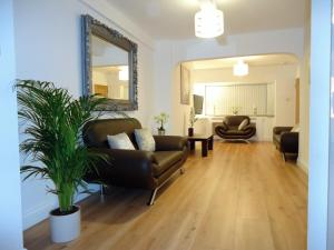 Hampton Road West Guest House in Hounslow, Greater London, England