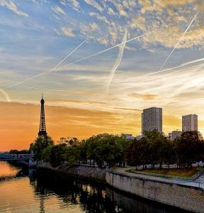 ApartmentLoft 5 places with view on Eiffel Tower, Paris