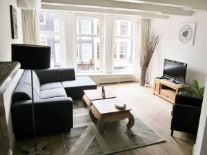 136-1Cozy Spacious Jordaan Apartment